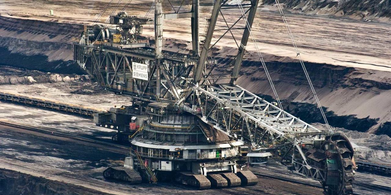 Australia Ramps up Fossil Fuel Exports